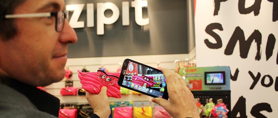 Produktpräsentation bei Zipit: Die App lässt das Mäppchen-Monster zum Leben erwachen.