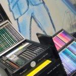 Colours in Black –Sortierung nach Farben in der Design-Box von Karl Lagerfeld.