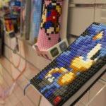 Auch so lassen sich Taschen personalisieren: Die einzelnen Pixel können ähnliche wie Lego Steine abgenommen und neu zusammen gesetzt werden.