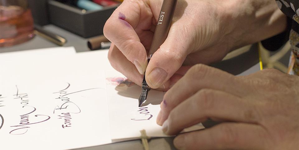 Hier entsteht mein Lesezeichen von der Kalligraphiekünstlerin.