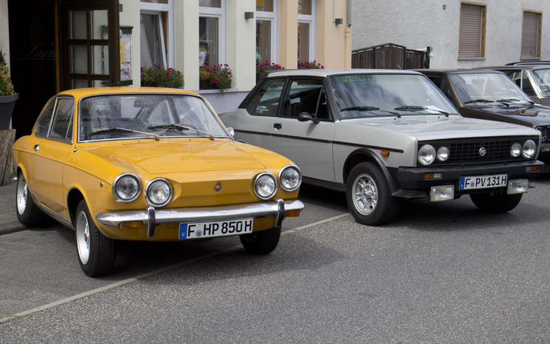 Beide sportlich auf ihre Weise: Der Fiat 850 Sport Coupé und der Fiat 131.