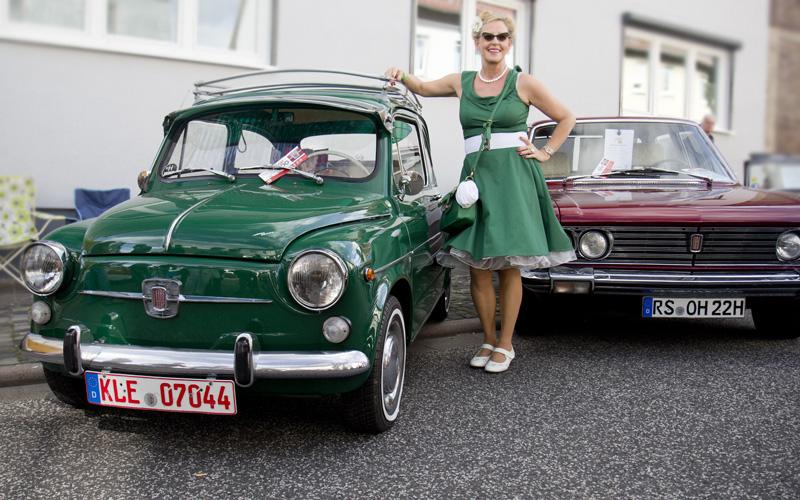 Farblich abgestimmt durfte diese Dame natürlich neben unserem Clubfahrzeug posieren.