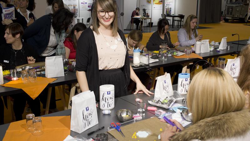 Lisa von MeinFeenstaub beim Fimo-Workshop mit Staedtler in der insightsArena.
