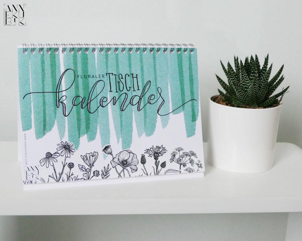 In Annes Tischkalender treffen florale Zeichnungen auf bunte Streifen.