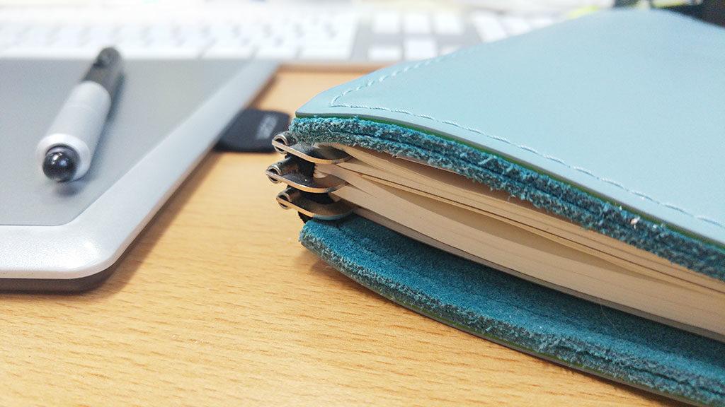 Mit diesen drei Klammern lassen sich flexibel die Inhalte des Notizbuches wechseln.
