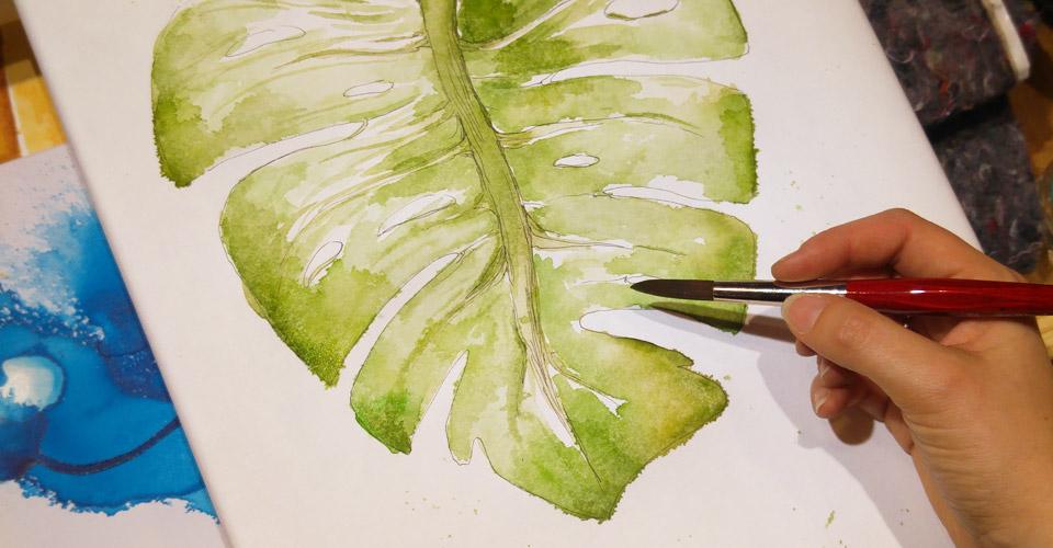 Ein Monstera Blatt habe ich mit zwei Grüntönen auf den Aqua Keilrahmen gemalt und dabei das Verhalten getestet.