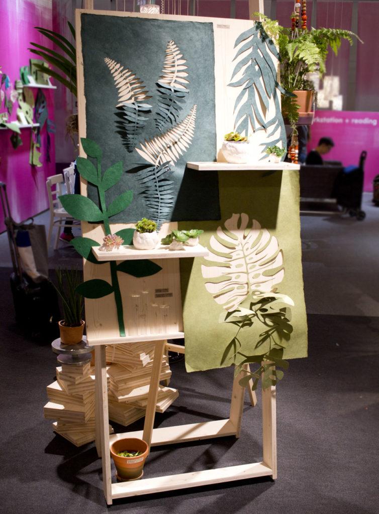 In verschiedensten Techniken wird mit Pflanzen oder an deren Darstellung gearbeitet.