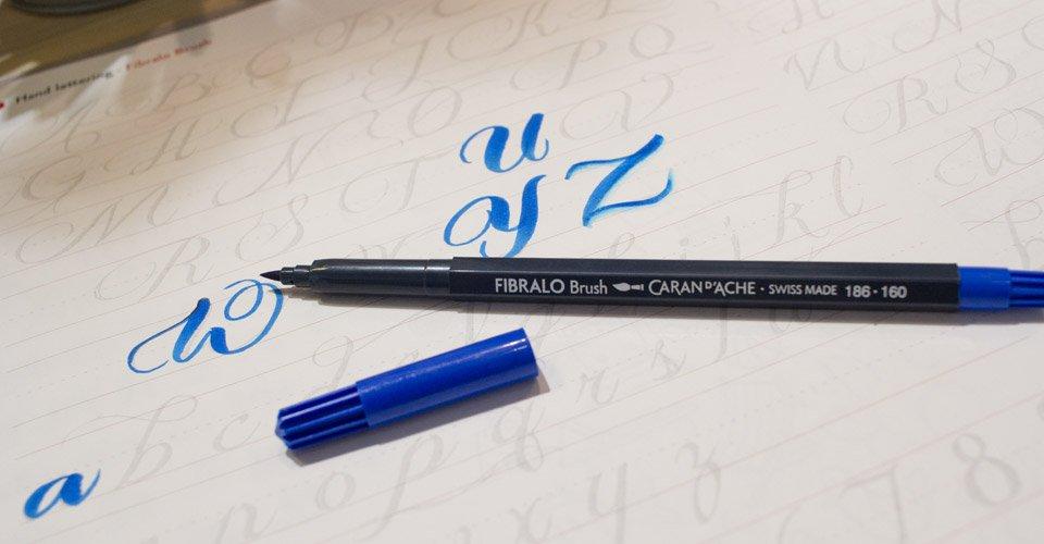 Der Firbralo Brush - Der Brushpen mit angenehmer Pinselspitze für das Handlettering von Caran d'Ache.