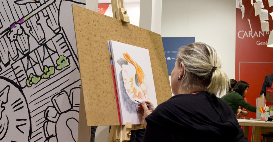 Künstler am Werk: Auf der gesamten Messe zeigen sie die Möglichkeiten. Hier am Stand von Caran d'Ache.