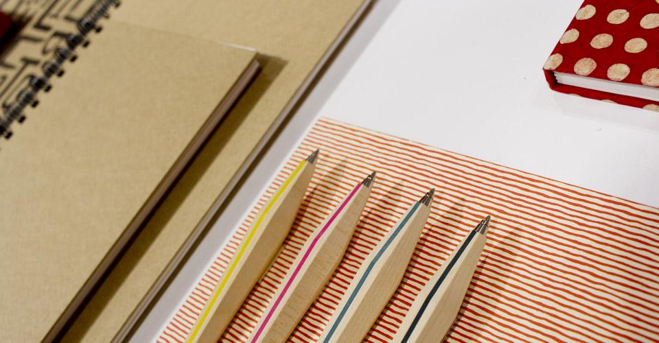 spirit + ambition – Mit Naturmaterialen wie hier zum Beispiel die Stifte von E+M Germany.