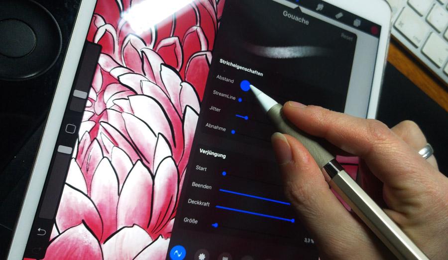 """Die Farbe der Blüten habe ich mit dem Pinsel """"Gouache"""" in zwei Rottönen gemalt."""