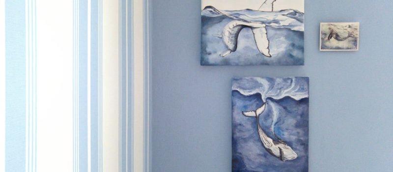 Fertig und ab an die Wand! Mit diesen drei Buckelwalen wird meine blaue Wand zum Hingucker.