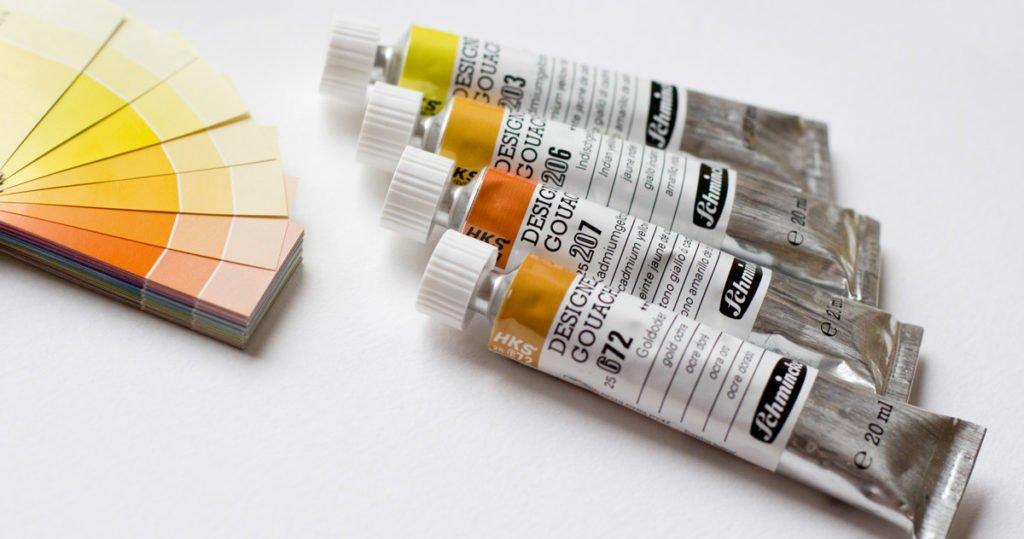 Die Farbe in den Tuben entspricht den HKS-Farbtönen aus der Druckbranche.