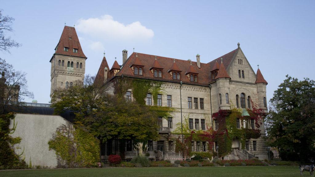 Die Kantine erwartet uns! Im Historismus-Schloss Faber-Castell.