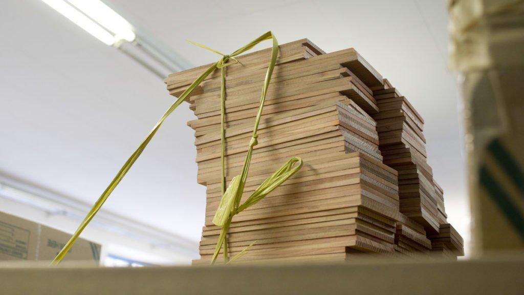 Feine Brettchen aus Zedernholz –aus ihnen werden einmal Blei- und Bunststifte… was für ein toller Geruch.