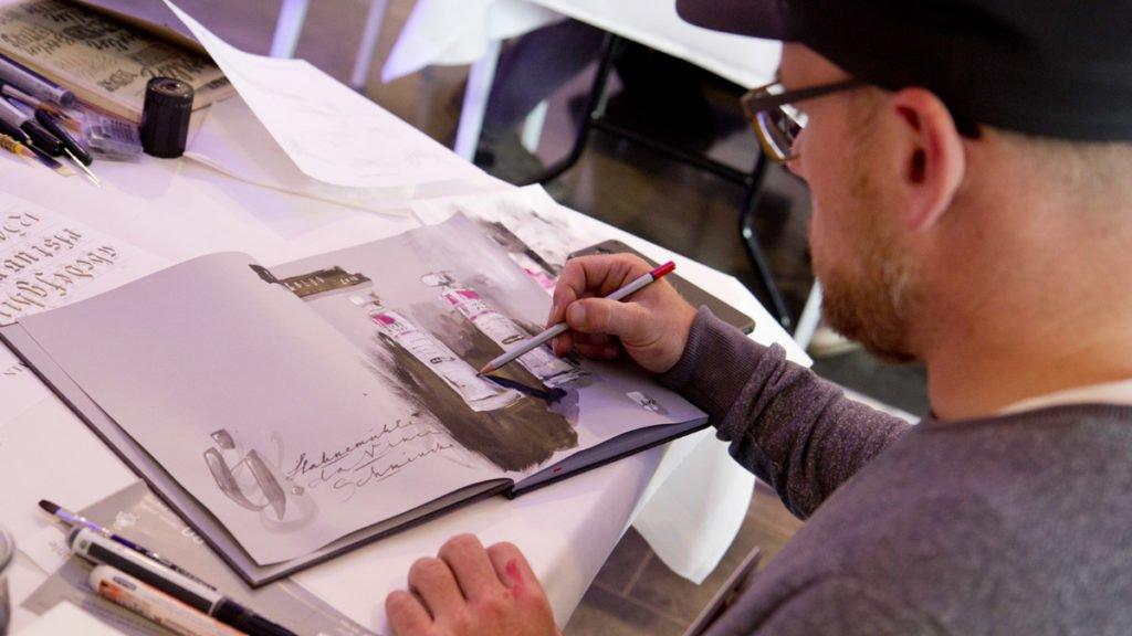 Gris nutzt den zweiten Workshop auch um mit Gouache zu arbeiten und portraitiert sie dazu gleich.