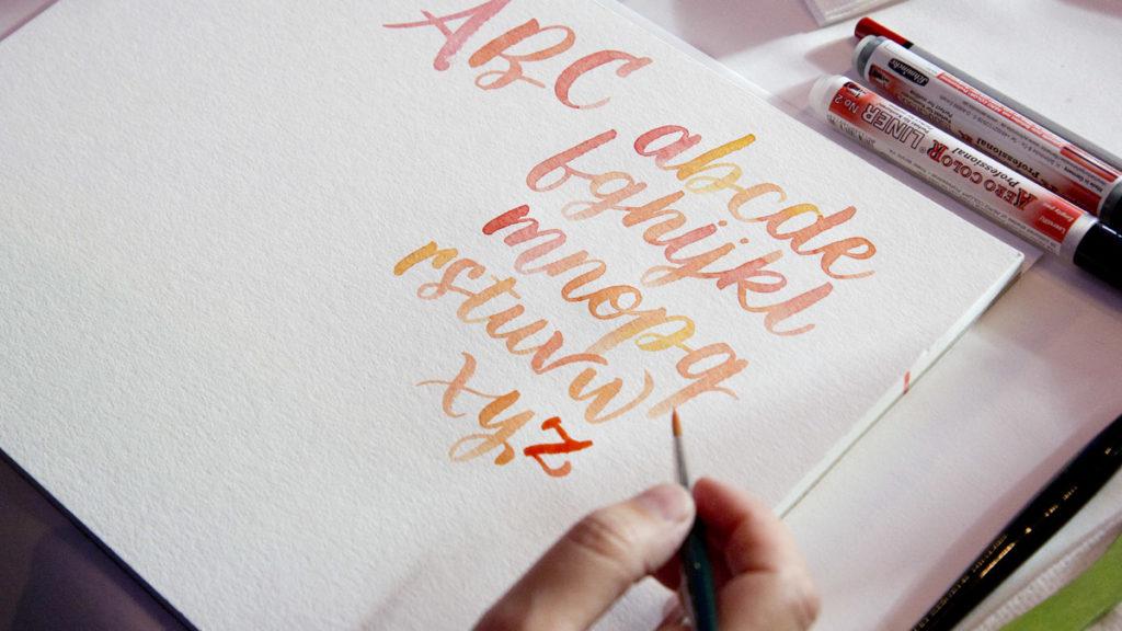 ABC… Watercolour Lettering von Frau Annika mit schönen Gelb-Orange Farbverlauf.