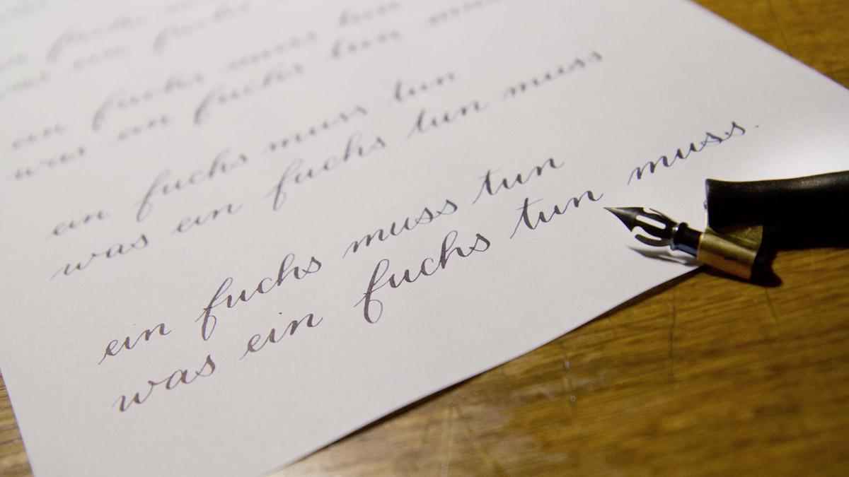 """""""Ein Fuchs muss tun was ein Fuchs tun muss."""" Übung nach der """"lockeren Copperplate"""" von Natascha Safarik."""