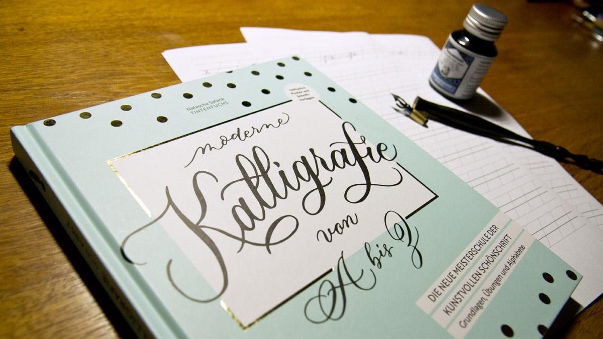 """Moderne Kalligrafie von A bis Z – Meisterschule der kunstvollen Schönschrift von Natascha """"Tintenfuchs"""" Safarik."""