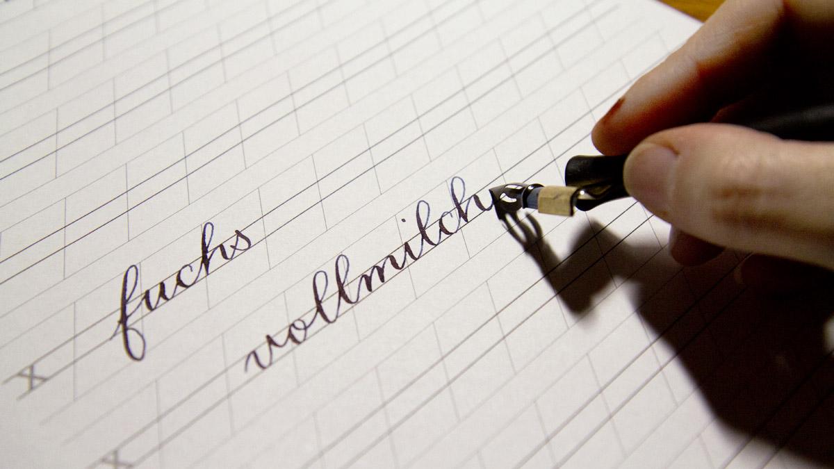 """""""Vollmilch"""" – Das wichtigste Stichwort für die Konsistenz der Farben zum Schreiben mit der Spitzfeder."""