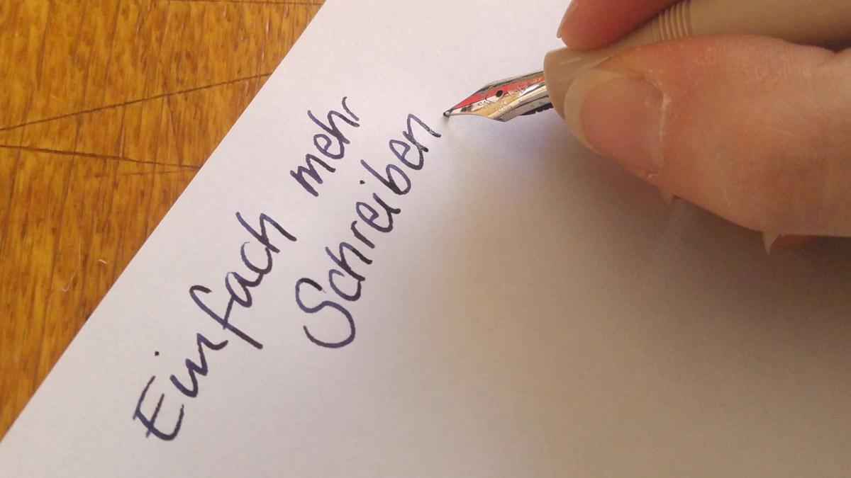 Einfach mehr mit der Hand schreiben! Einkaufszettel, To Do Listen, Tagebuch, vielleicht auch einfach mal ein Brief an sich selbst?
