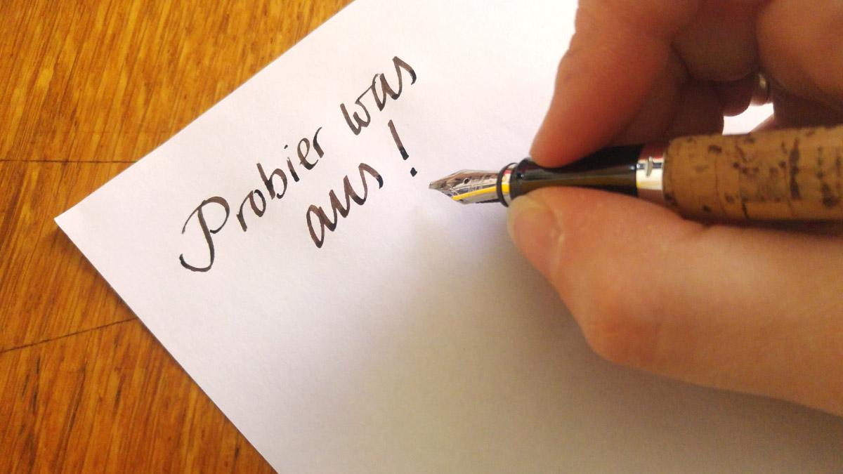 Probier was aus! Und wenn es x Schreibwerkzeuge sind bis Du eines gefunden hast, das Dir am besten passt!