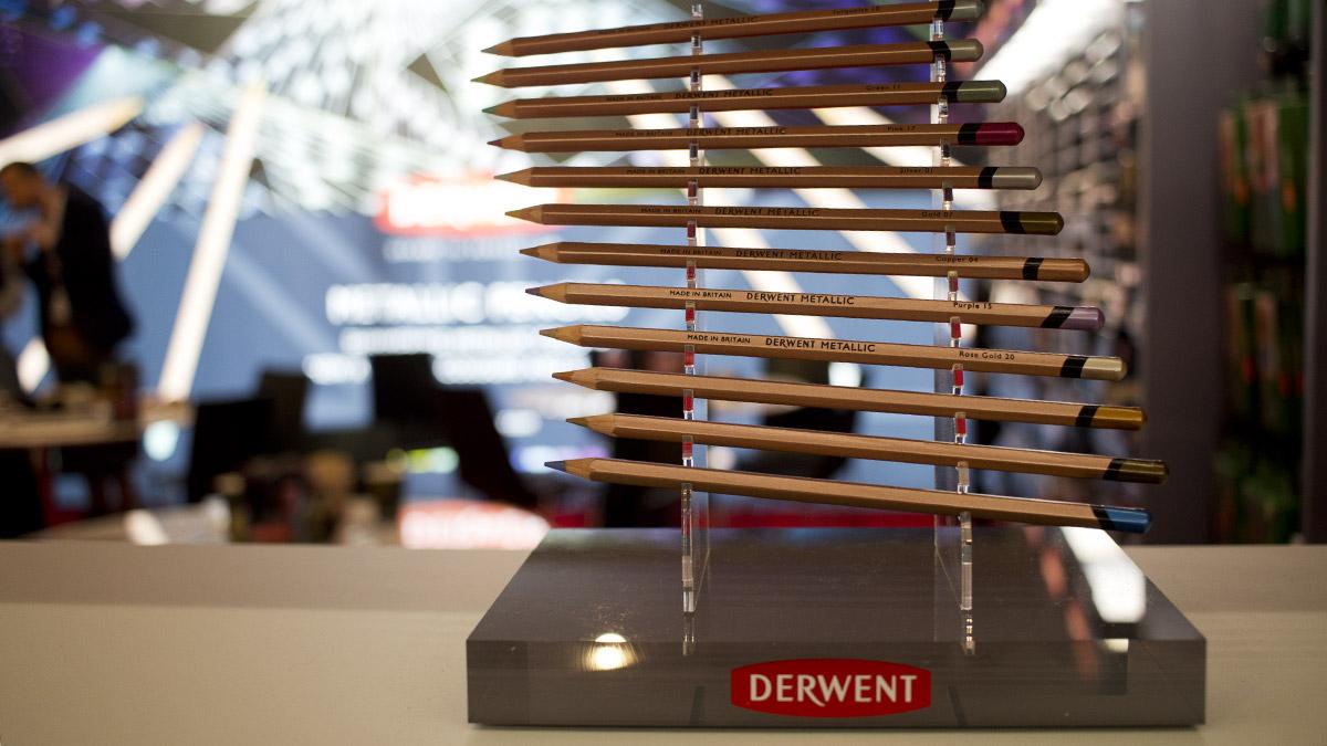 Holzgefasste Stifte mit metallischen Farben - hier von Derwent.