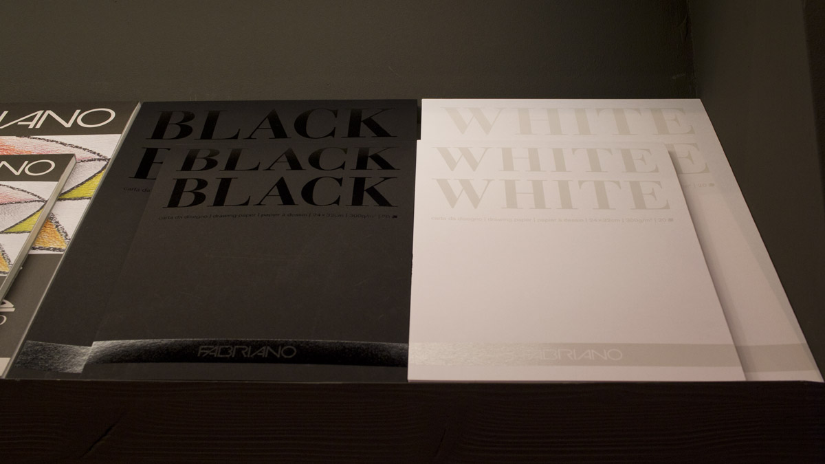 Black and White - Papierauswahl bei Fabriano aus Italien.