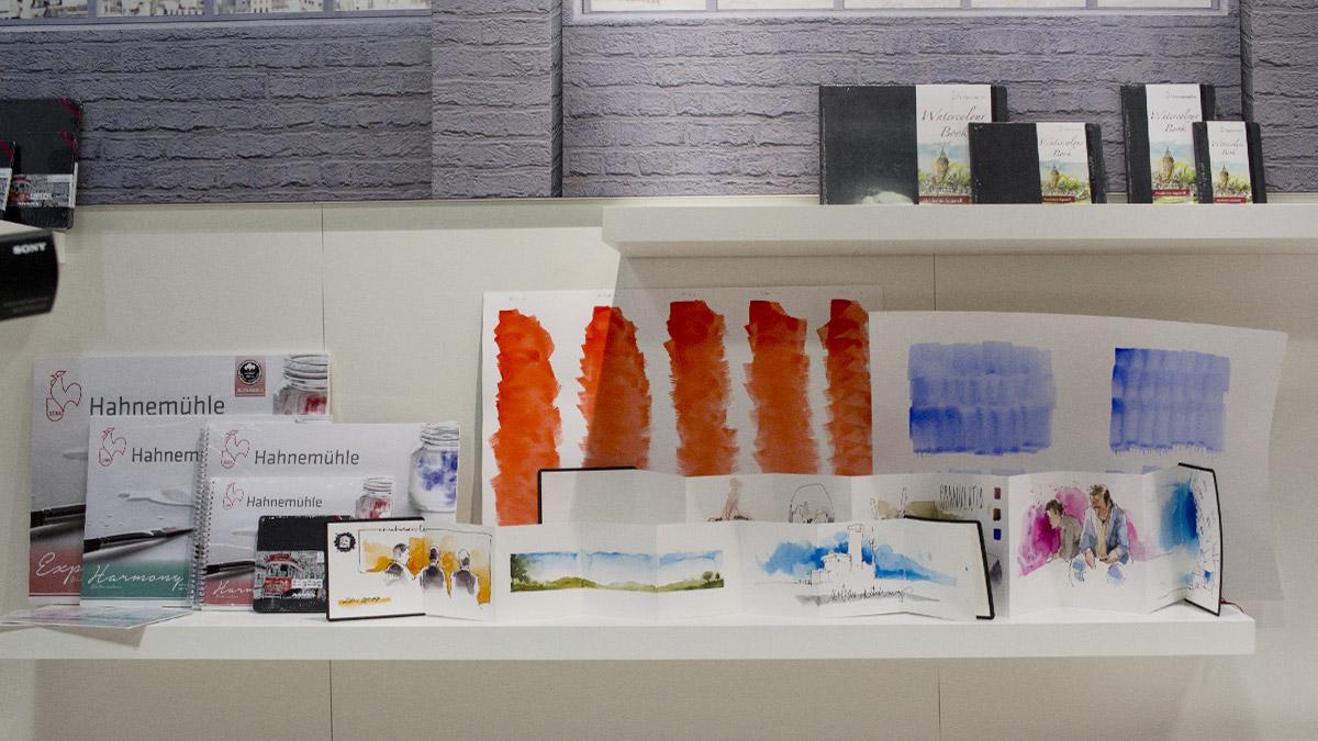 Werke von Gris aus Berlin, vorn das ausgefaltete The ZigZag Book.