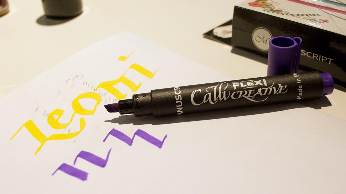 Calli Creative Flexi Marker von Manuscript für gebrochene Schriften mit flexibler Spitze.