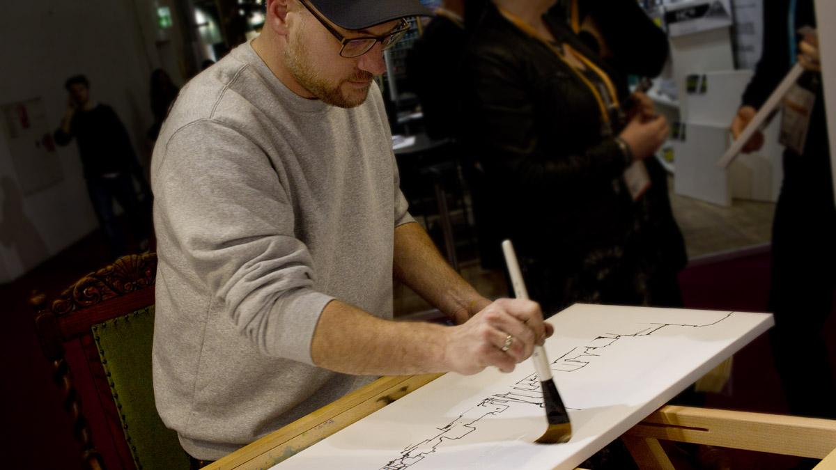 """Der Künstler Gris aus Berlin beginnt mit der Coloration auf """"For Markers"""" von MH&P."""