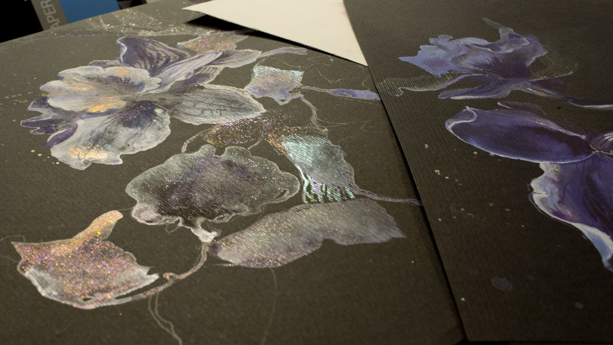 Die Van Gogh Metallic und Interference Aquarellfarben auf dem Black Watercolorpaper.