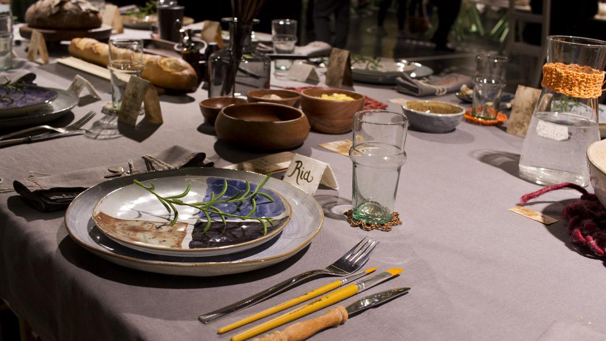 Der etwas anders gedeckte Tisch für das Essen mit Freunden.