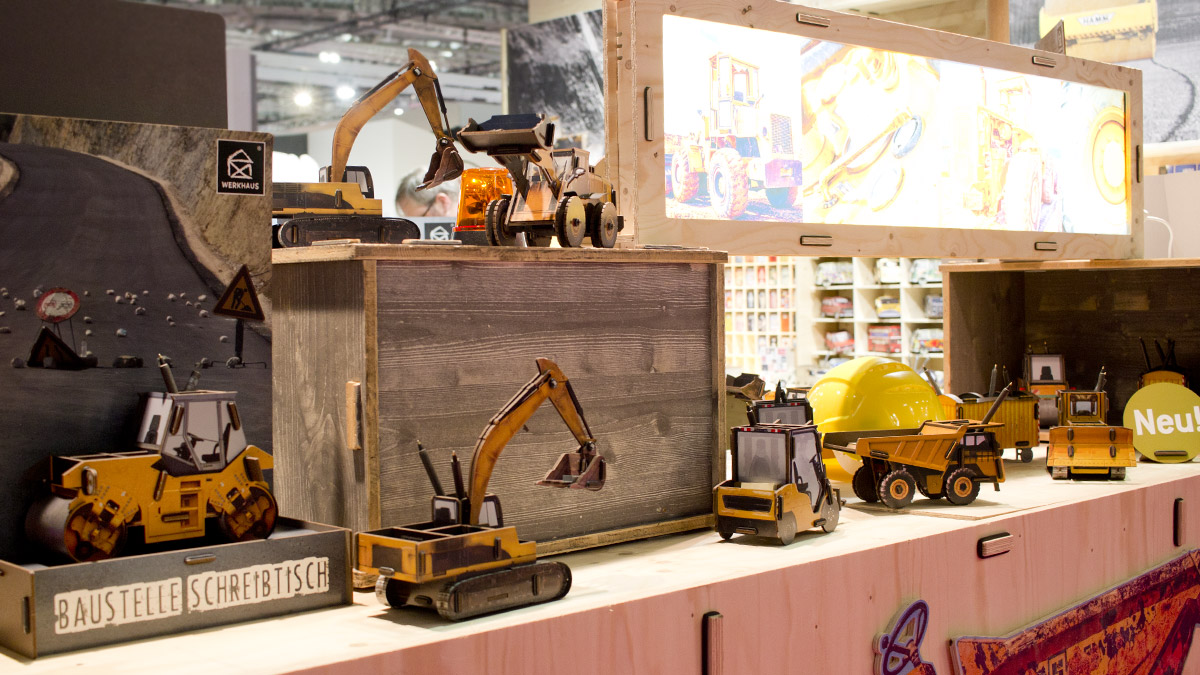 """""""Baustelle Schreibtisch"""" Voll mobile Ausstattung für Straßenbau, Tagebau und andere Bagger-Begeisterte bei Werkhaus."""