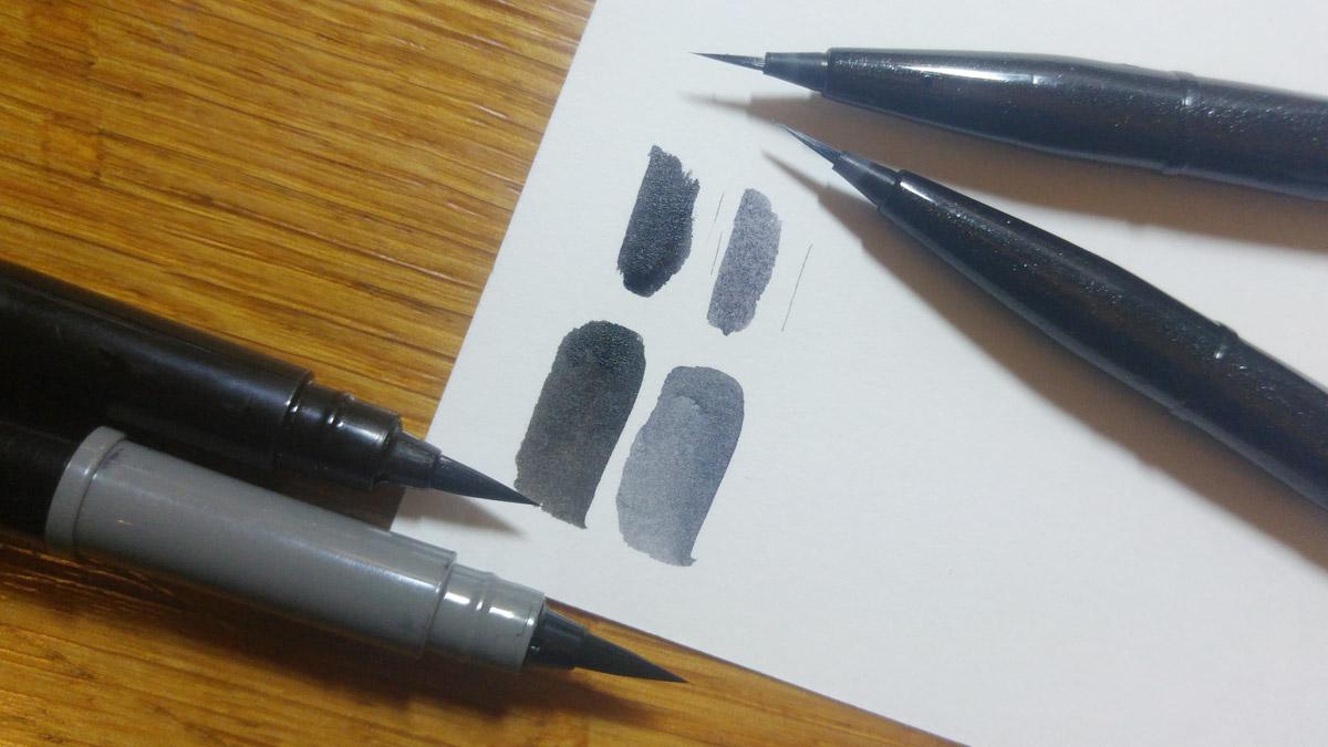 Unten zwei fette Linien vom Pentel Pocket Brush in Schwarz und Grau, die des Brush Sign Pen Artist darüber.