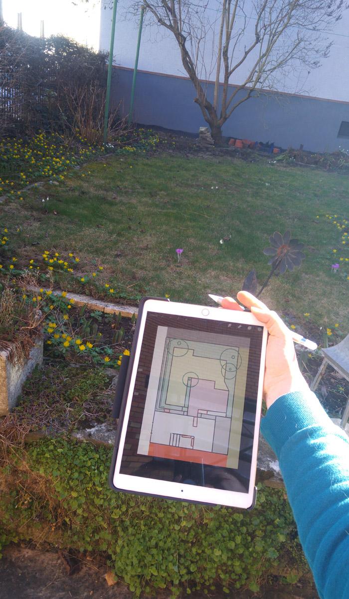 Bestandsaufnahme mit dem iPad und Procreate: Garten und Hof - Flächen und mögliche Kästen.