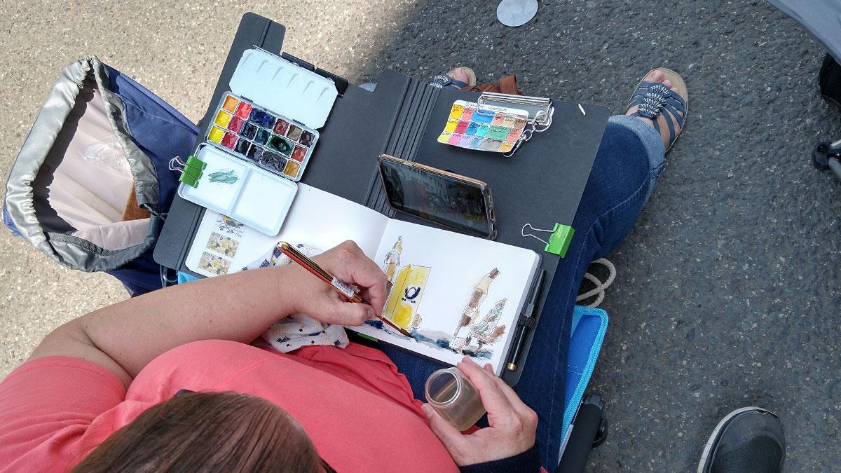Und auf das Skizzenbuch von Angelika in dem praktischen Klemmbrett.