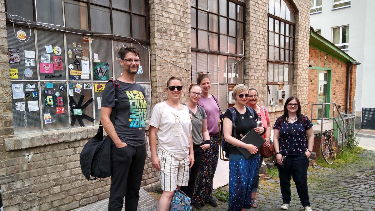 Die Gruppe der USk Mittelhessen vor der Alten Kunstschmiede in Gießen.