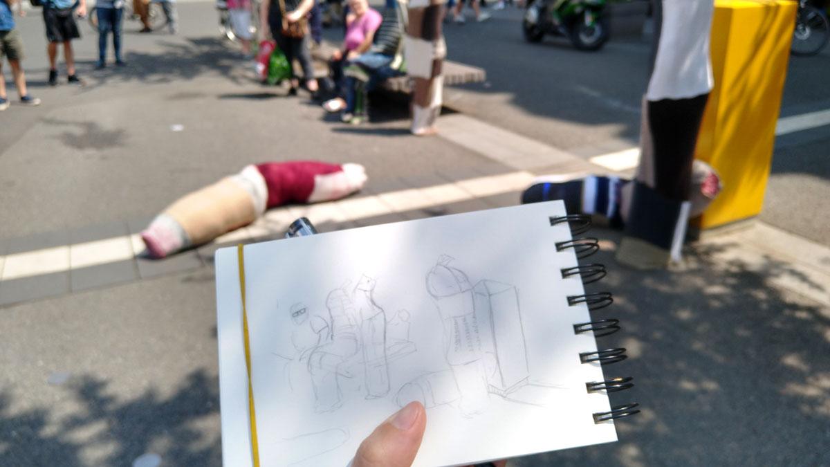 Erste Bleistiftzeichnung ganz grob mit den Personen und Performern.