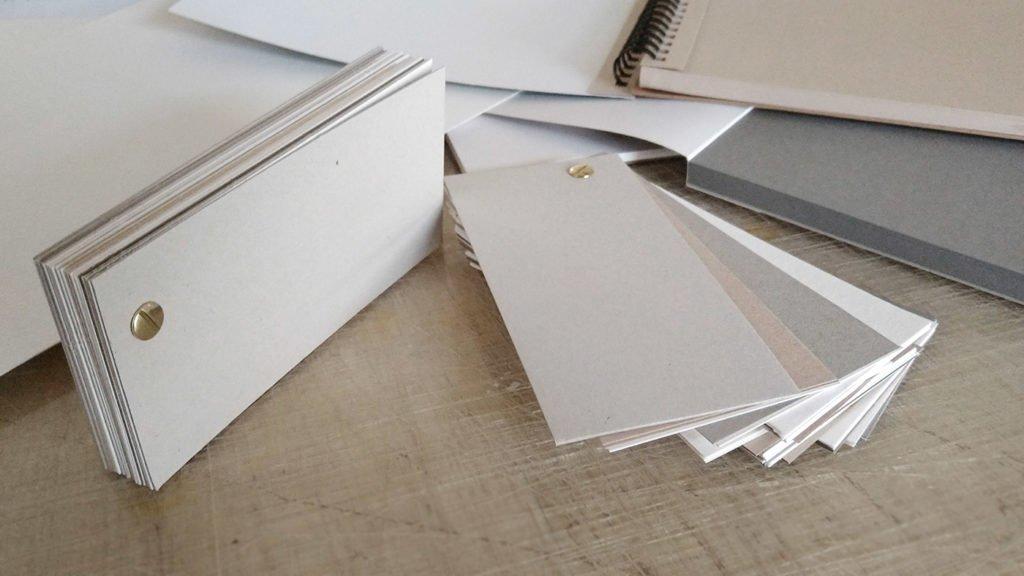 Zwei Skizzenbücher zum Aufdrehen wie einen Fächer mithilfe der Buchschraube selbst gemacht.