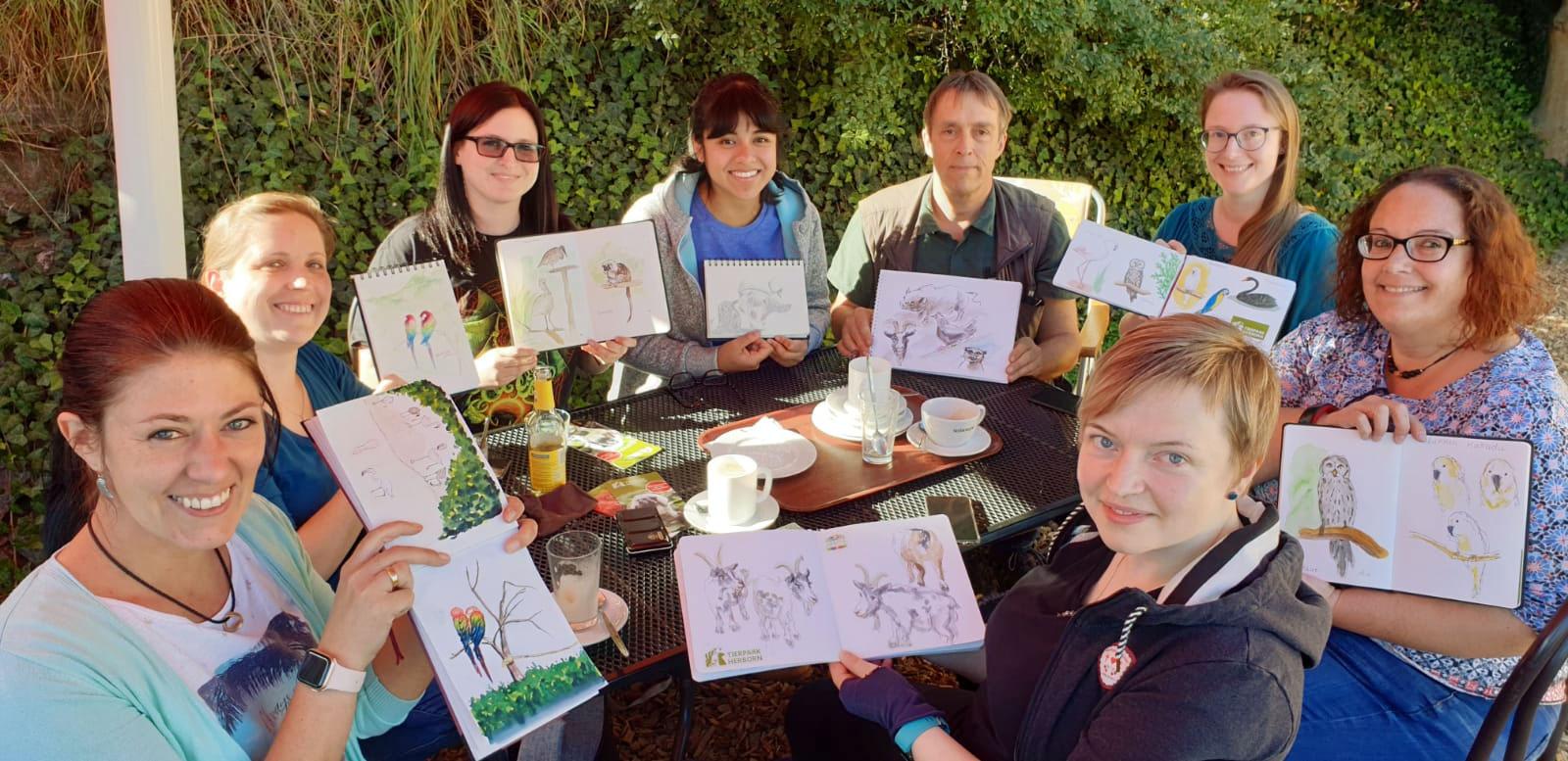 Glückliche Urban Sketcher nach einem Tag im Tierpark Herborn.