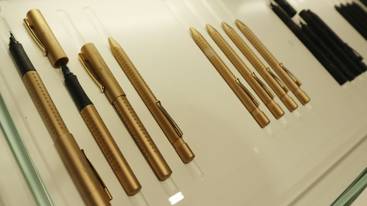 Faber-Castell Grip in der Edition Gold und All Black