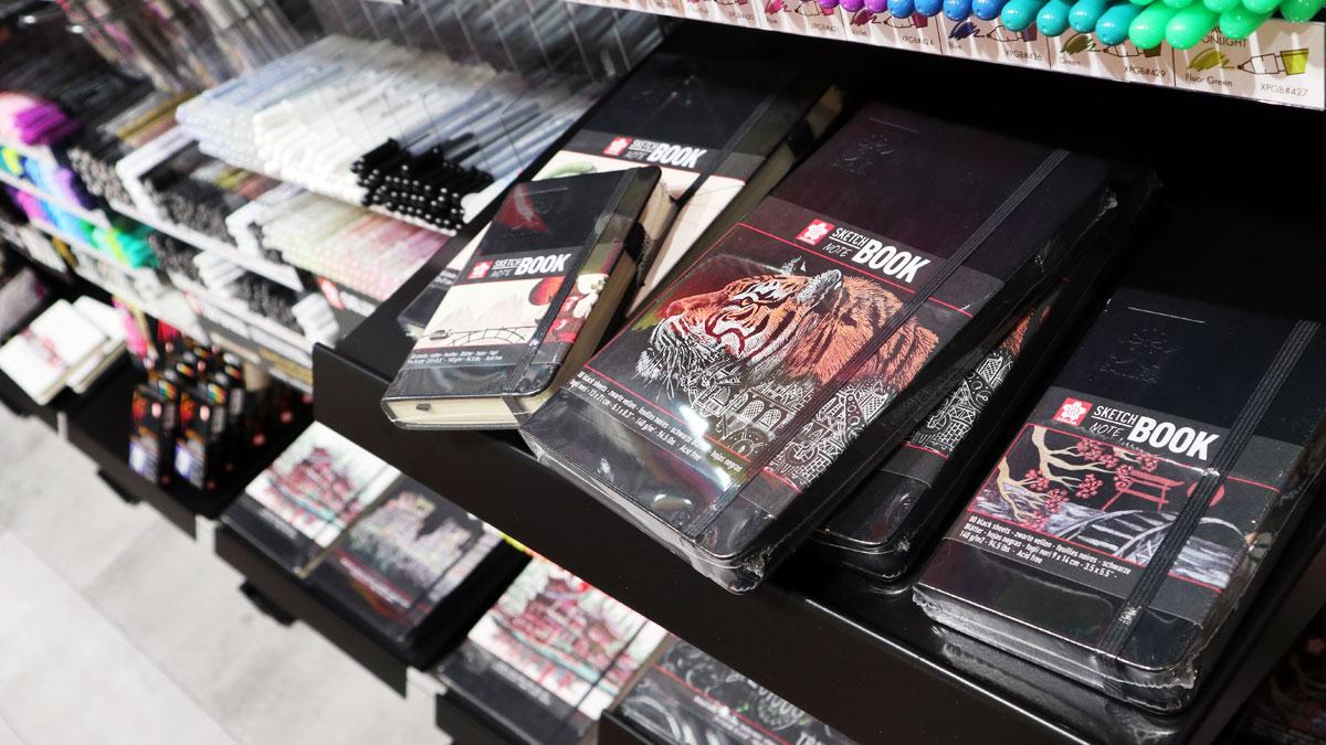 Skizzenbücher von Sakura - auch mit glattem, schwarzen Papier.
