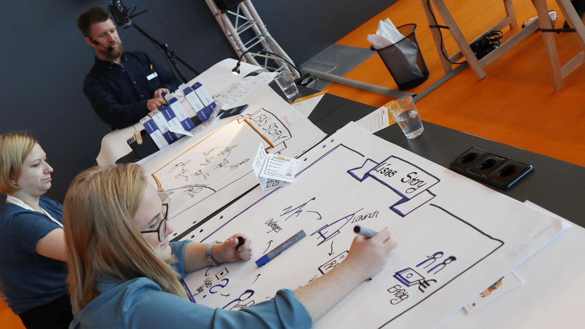 Es startet mit einem Titel und dem Banner: Graphic Recording Workshop auf der Insights-X mit Benjamin Felis