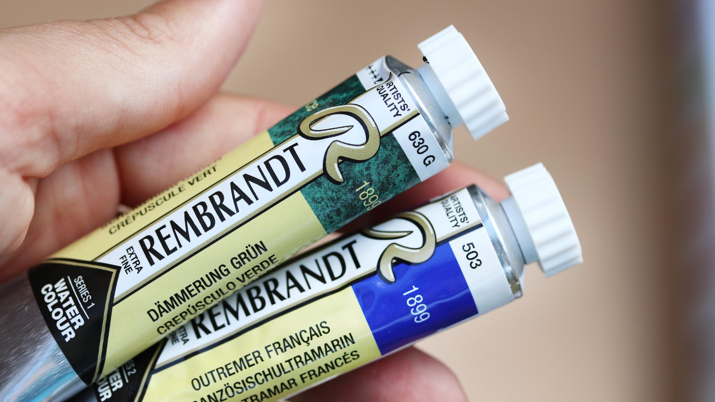 Granulierende Aquarellfarbe – Rembrandt (Royal Talens) Tuben mit und ohne der Kennzeichnung der Granulation.