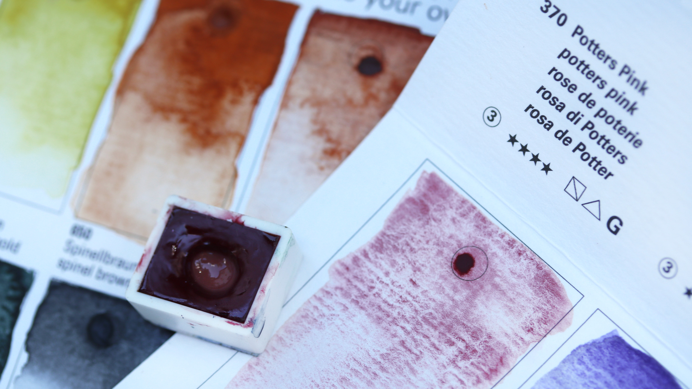 Granulierende Aquarellfarbe – Schmincke Dot Card with granulation watercolours, potters pink