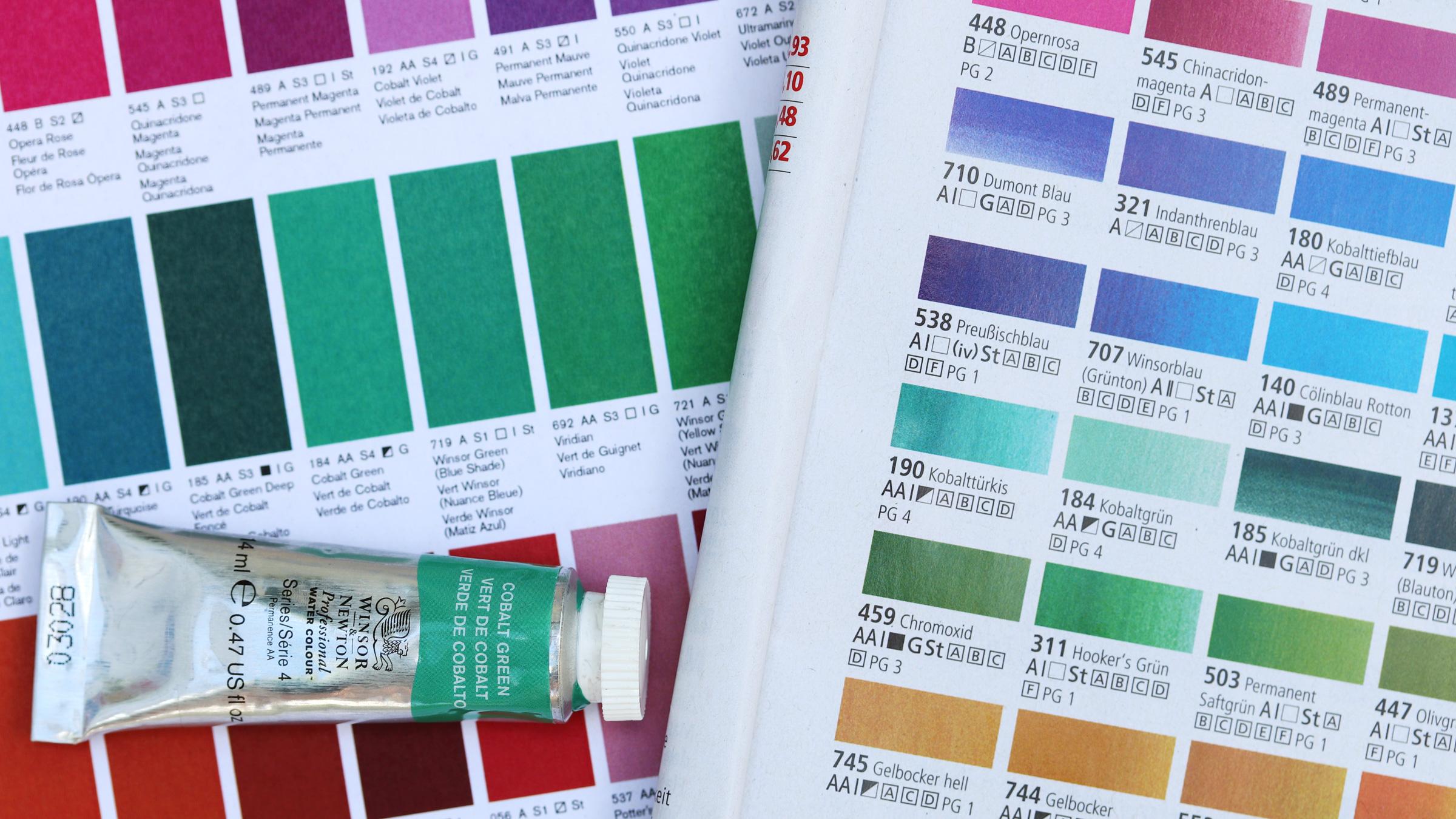 Granulierende Aquarellfarbe – Winsor and Newton Professional Watercolour, Farbkarte, Tube und Angaben im Katalog eines Händlers für Künsterbedarf