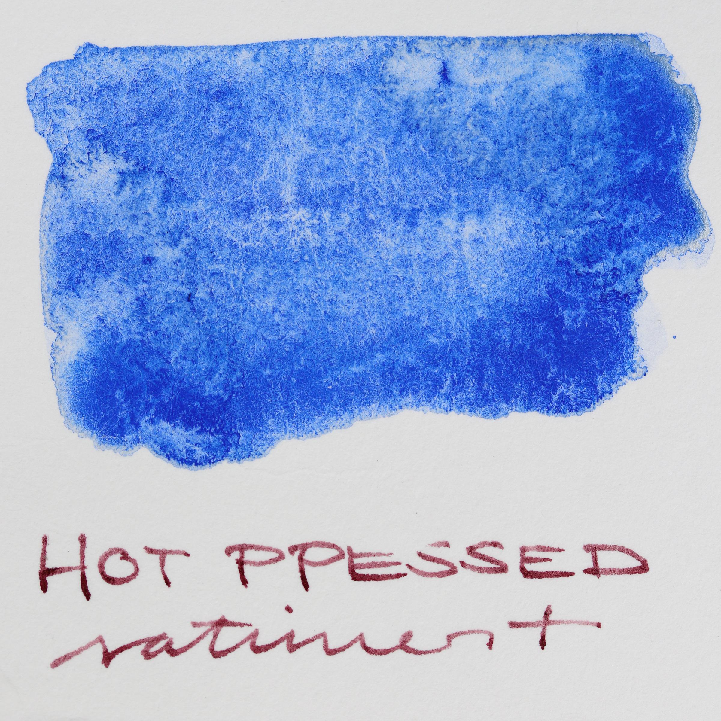 Granulierende Aquarellfarbe – Schmincke Französisch Ultramarin Blau (493) auf Aquarell-Papier, hot pressed, satiniert
