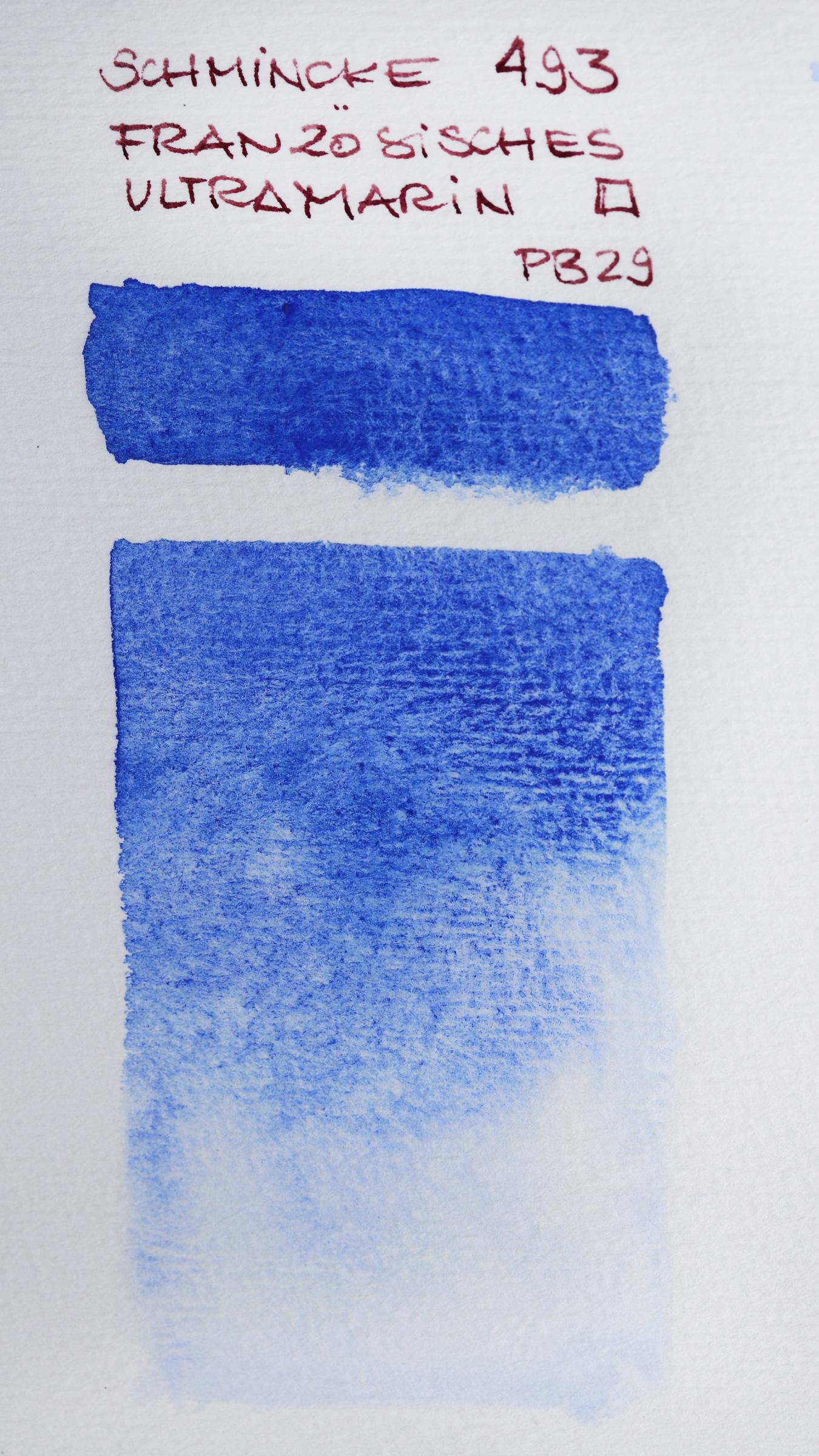 Granulierende Aquarellfarbe – Schmincke Französisch Ultramarin Blau (493, PB29) auf Echt-Bütten Aquarell-Papier, rau.