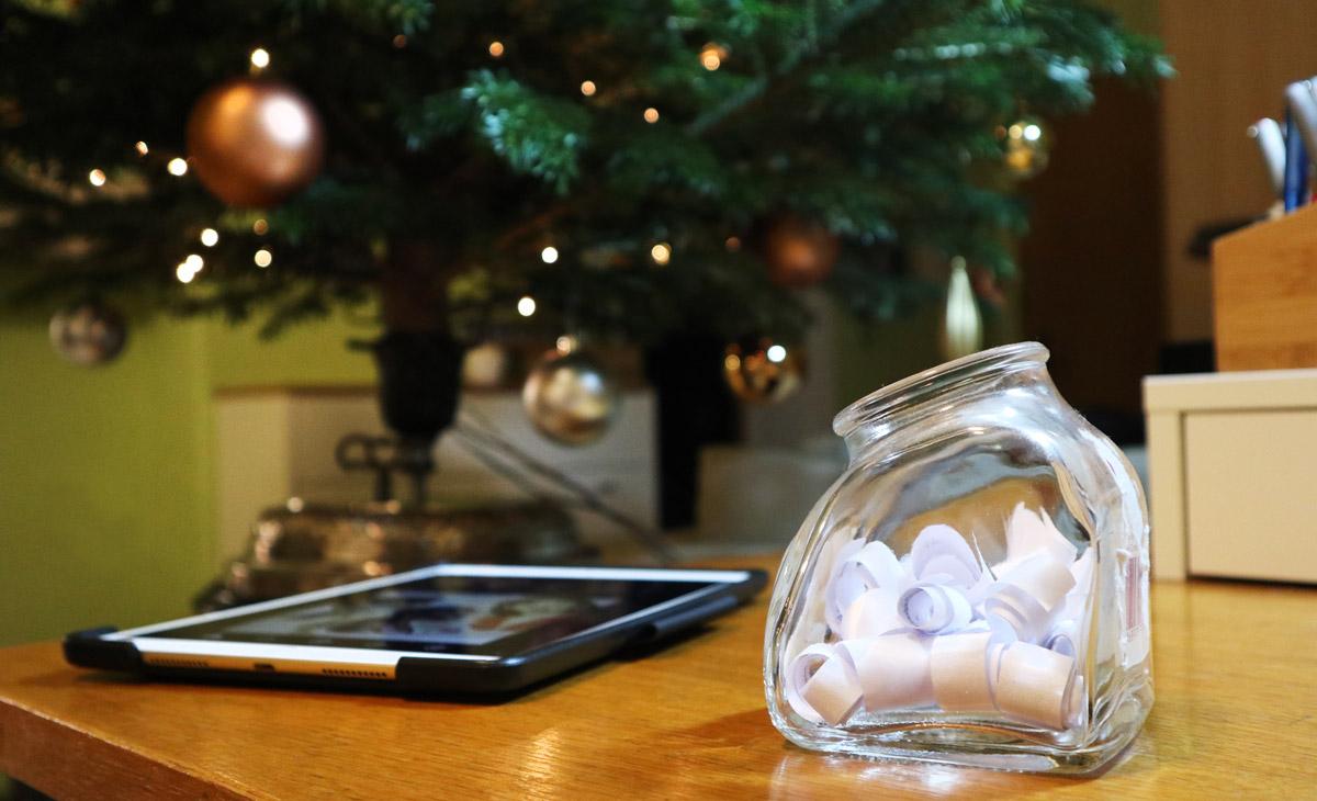 Gerade im Advent und der Weihnachtszeit sind auf Social Media Gewinnspiele und Verlosungen sehr beliebt.